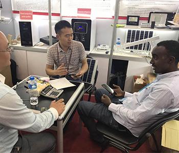 Somali buyers negotiate at 125th Canton Fair